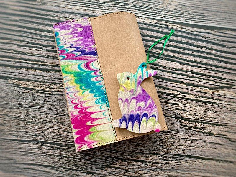 【一点モノ!】エイジングが楽しめる、国産吟スリヌメ革×マーブル染め革のブックカバー◆しおり付き(No.88)