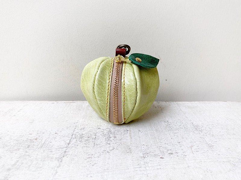【受注製作(納期約1週間)】山羊ヌメ革ミニポーチ「pomme」 薄緑のりんご