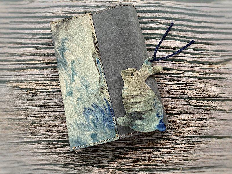 【一点モノ!】エイジングが楽しめる、国産吟スリヌメ革×マーブル染め革のブックカバー◆しおり付き(No.147)