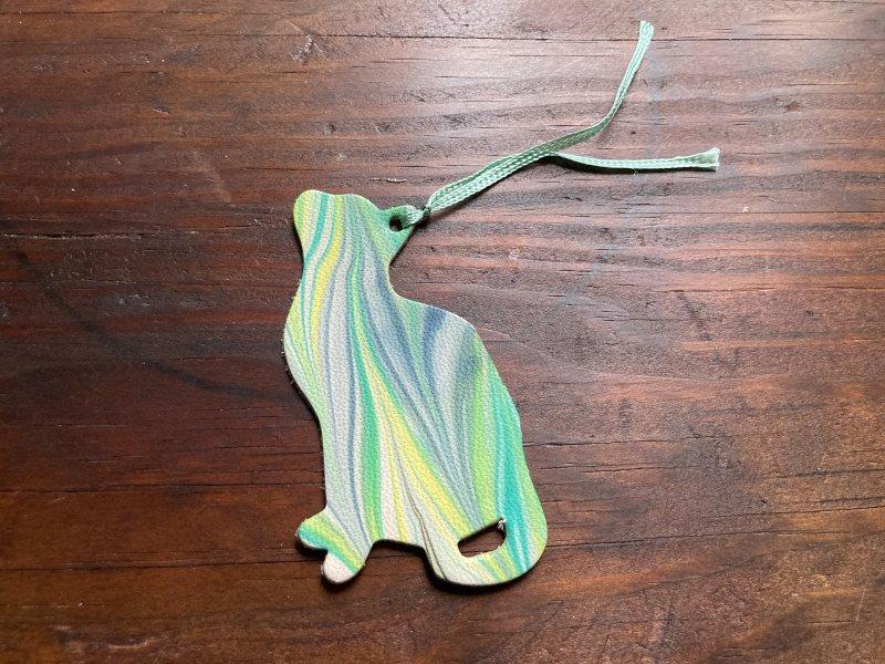 【送料無料】一点物!マーブル染め革のブックマーカー(ねこ)