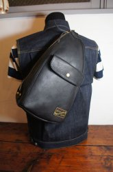LEATHER ONESHOULDER BAG/BK ご予約受付中