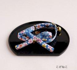 江戸猫首輪リボン付き<br>(大輪の桜・青)