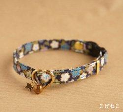 和の花柄の首輪(紺)