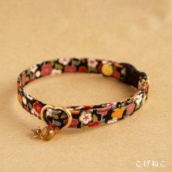 和の花柄の首輪(黒)