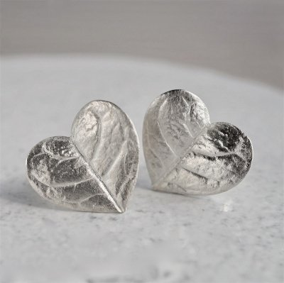 Feijoa leaf earrings (heart)