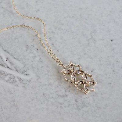 4 petal flower necklace �