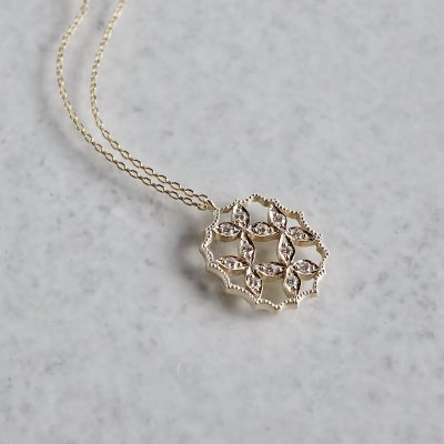 4 petal flower necklace �