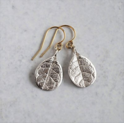 Feijoa leaf earrings (small)