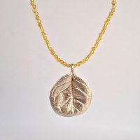 Feijoa leaf necklace (round)