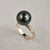 Black pearl & Laurel ring