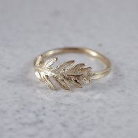 Daisy leaf ring