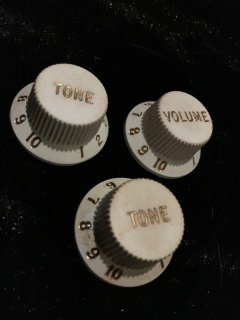 enderフェンダー純正 STRATOCASTER KNOBS White Relic 0992035000送料無料
