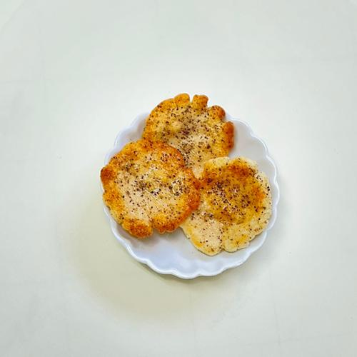 無農薬のブラックペッパーおかき(無農薬栽培黒胡椒使用)- Pesticides-free Black Pepper OKAKI - Gluten Free OKAKI Cracker