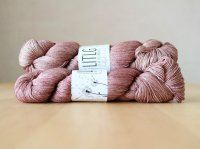 【LIFE IN THE LONGGRASS】<br>Silk Merino Sock<br>CACAO
