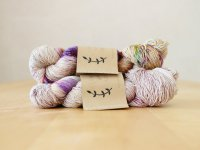 【Lichen and Lace】<br>1ply Superwash Merino Fingering<br>pressed flowers