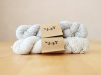 【Lichen and Lace】<br>1ply Superwash Merino Fingering<br>silver fox