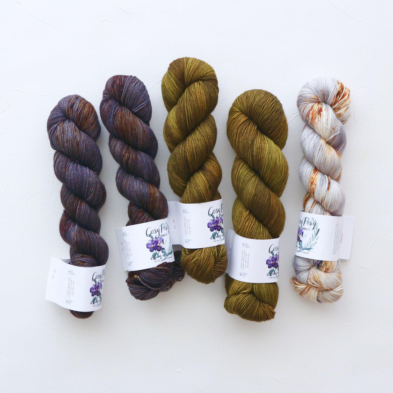 【「Ember Sweater」色合わせセット】<br>Cosy Posy Yarn SOFT & COSY<br>湖畔 Kセット(長袖 S/Mサイズ)