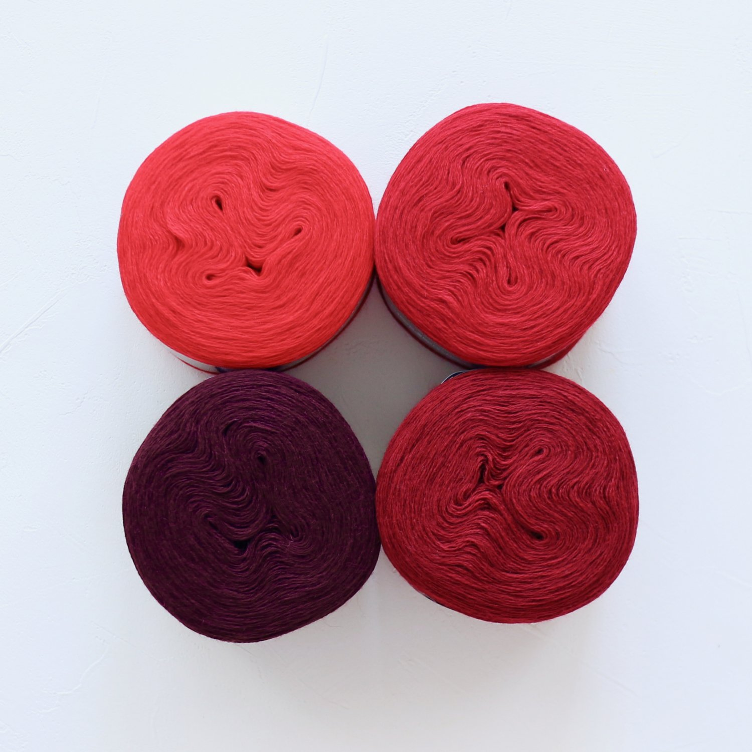 【Jolly knits】<br>Gradient Yarn Merino 3PLY(500m × 4色)<br>【レッド】