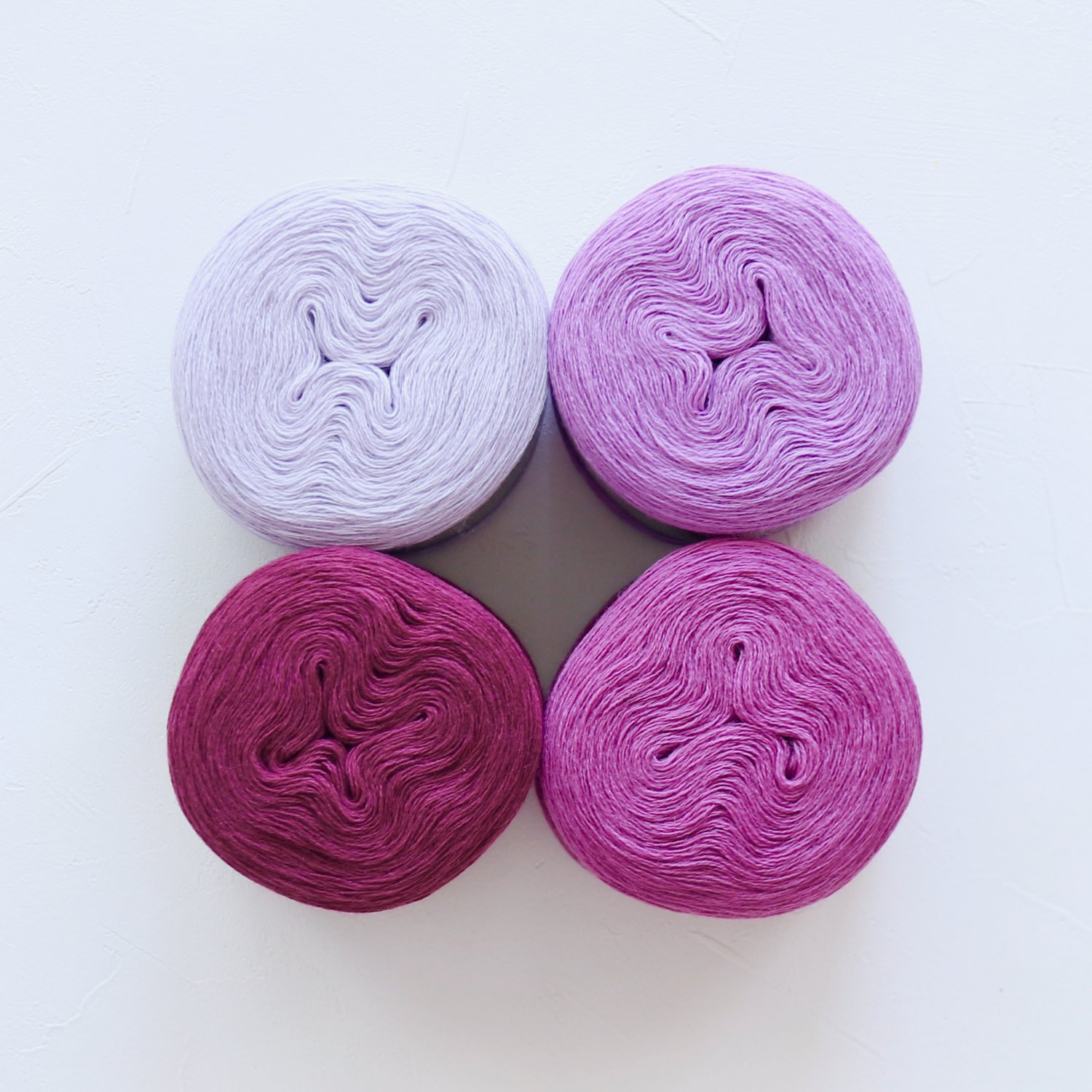 【Jolly knits】<br>Gradient Yarn Merino 3PLY(500m × 4色)<br>【パープルA】
