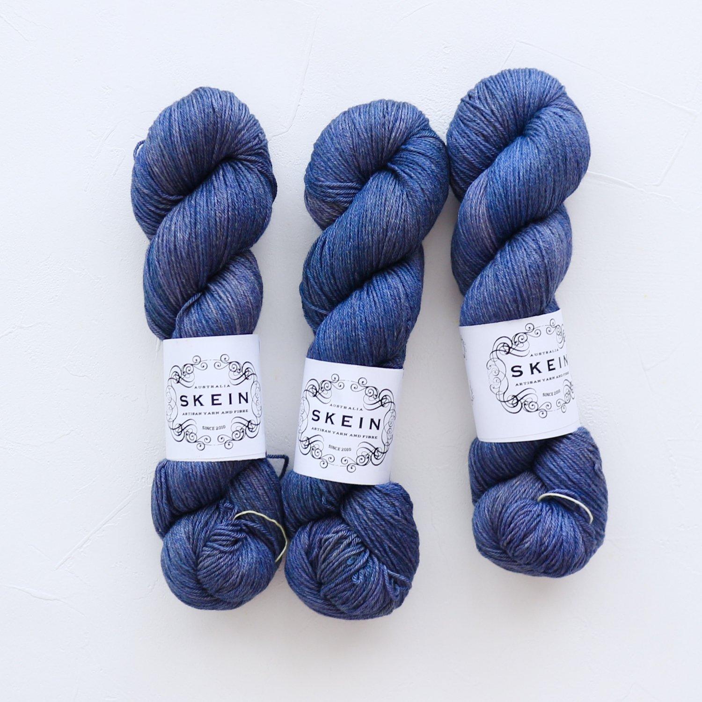 【Skein Yarn】<br>Daintree<br>Black Sea