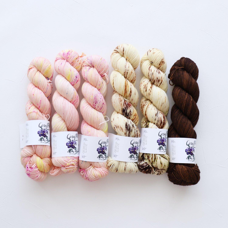 【「Ember Sweater」色合わせセット】<br>Cosy Posy Yarn SOFT & COSY<br>Gセット(長袖 L/XLサイズ)
