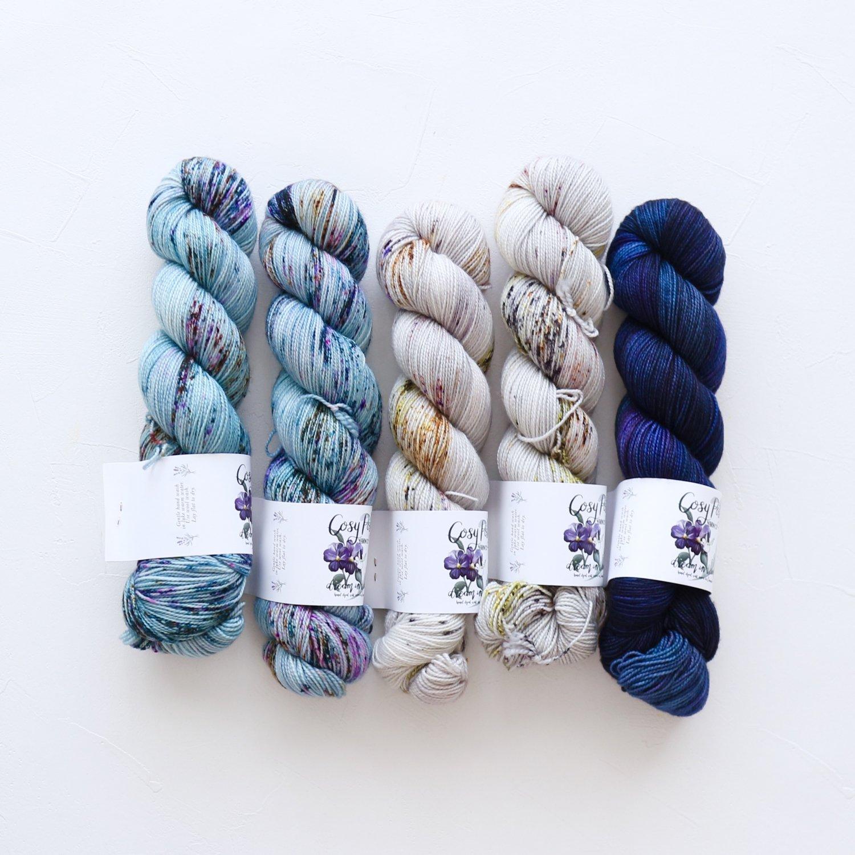【「Ember Sweater」色合わせセット】<br>Cosy Posy Yarn SOFT & COSY<br>Qセット(長袖 S/Mサイズサイズ)