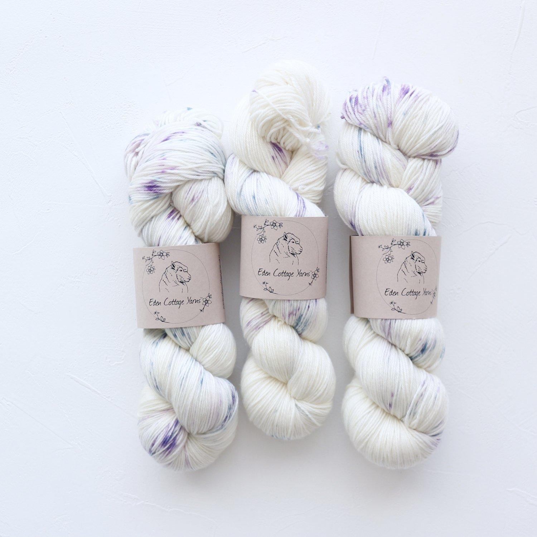 【Eden Cottage Yarns】<br>Pendle 4ply<br>Carnations