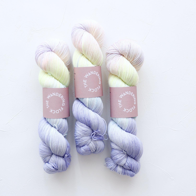 【TheWanderingFlock】<br>Merino Nylon Sock Yarn<br>OMBRE SKIES