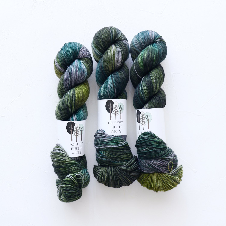 【FOREST FIBER ARTS】<br>MERINO/NYLON 4 PLY SOCK<br>Green with Envy