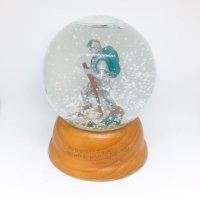 Climbing snow globe