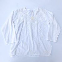 Flower hand embroidery shirt / White