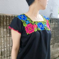 Flower embroidery design sleeveless shirt