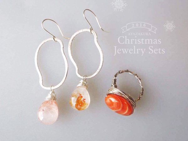 <img class='new_mark_img1' src='//img.shop-pro.jp/img/new/icons5.gif' style='border:none;display:inline;margin:0px;padding:0px;width:auto;' />【Xmas Jewelry Set NO.4】サンストーンのティアーズピアスとサードオニキスのアイリングセット
