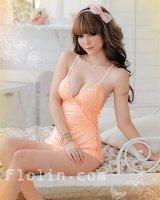 胸元の刺繍がかわいらしいサーモンピンクのベビードール