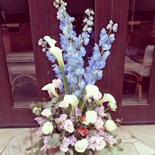 周年祝いアレンジメント「くくりが丘」-千代田区飯田橋のお花屋さんhanaTAKEZO