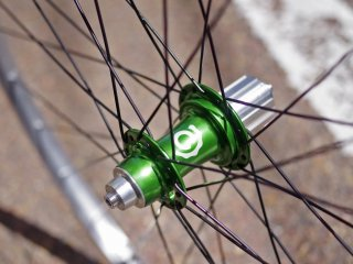 Hand built(手組み)Industry Nine Road hub × Velocity NoBS
