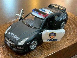 直輸入 Kinsmart Display 2009 Nissa GT-R R35 Police パトカーマットブラック