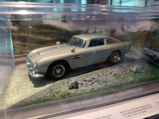 直輸入  ASTON MARTIN DB5 - James Bond 007 - Goldfinger - 1:43