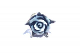 カメオの薔薇のピアス(シングル)