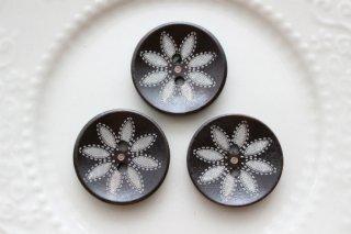 ウッドボタン・ラウンド・フラワー模様(25mm・3個セット)