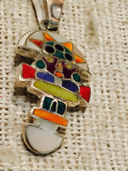 ペルー 天然石とシェルのネックレストップ トゥミ SV950