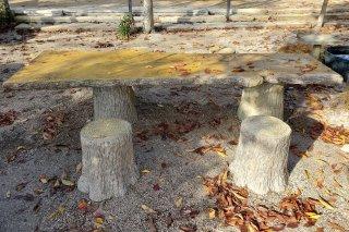 【村長現物】A-96 偽木セメントテーブル 偽木セメント椅子五個