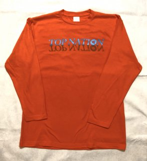 <img class='new_mark_img1' src='https://img.shop-pro.jp/img/new/icons1.gif' style='border:none;display:inline;margin:0px;padding:0px;width:auto;' />TOPNATION W LOGO L/S T-SHIRT (ORANGE)