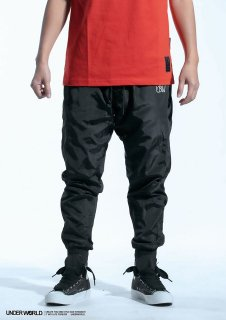 <img class='new_mark_img1' src='https://img.shop-pro.jp/img/new/icons1.gif' style='border:none;display:inline;margin:0px;padding:0px;width:auto;' />UNDER WORLD <br>F3 MAX U Windproof trousers<br> ( BLACK/RED)