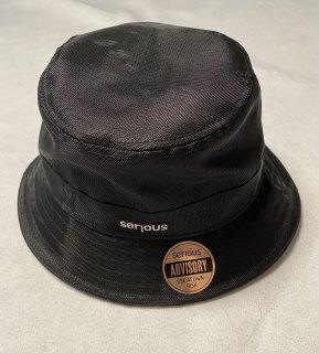 <img class='new_mark_img1' src='https://img.shop-pro.jp/img/new/icons1.gif' style='border:none;display:inline;margin:0px;padding:0px;width:auto;' />SERIOUS SPIN  BUCKET HAT<br> (BLACK)