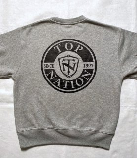 <img class='new_mark_img1' src='https://img.shop-pro.jp/img/new/icons1.gif' style='border:none;display:inline;margin:0px;padding:0px;width:auto;' />TOPNATION SINCE97<br>CREWNECK SWEATER (GREY)