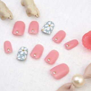 ホワイトフラワーのピンクグレーネイル