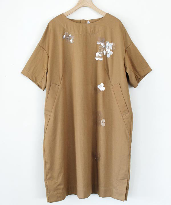 "【SALE:30%off】""甘雨のはな"" 半袖ワンピース(ベージュ)<img class='new_mark_img2' src='//img.shop-pro.jp/img/new/icons16.gif' style='border:none;display:inline;margin:0px;padding:0px;width:auto;' />"