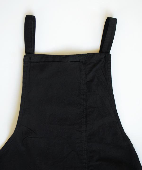 BIB APRON DRESS(ブラック)<img class='new_mark_img2' src='https://img.shop-pro.jp/img/new/icons1.gif' style='border:none;display:inline;margin:0px;padding:0px;width:auto;' />