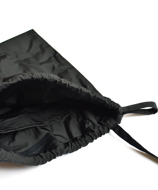 formuniform / Drawstring Bag S +ストラップ(ブラック)<img class='new_mark_img2' src='https://img.shop-pro.jp/img/new/icons1.gif' style='border:none;display:inline;margin:0px;padding:0px;width:auto;' />